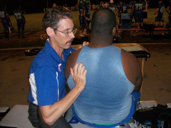 Dr. Austin delivers a chiropractic shoulder adjustment.