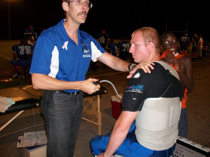 Dr. Austin hooks a patient up with a Thermo-active (ice/compression) mobile shoulder support.